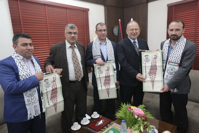 Head of Turkish Governmental Grants Visits IUG
